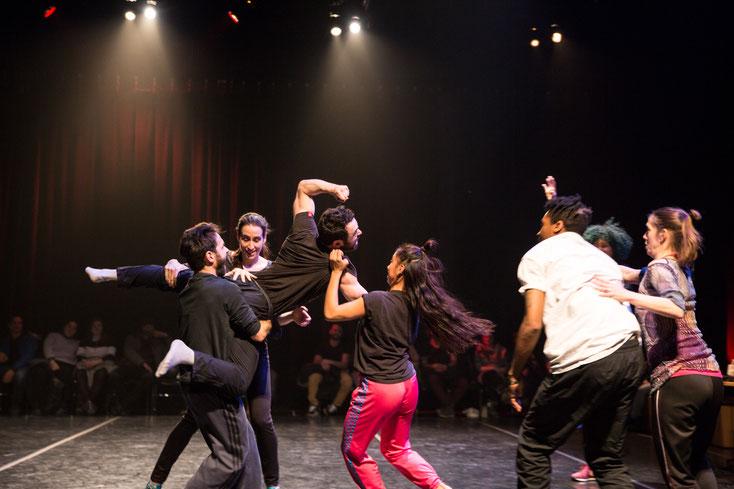 Improvisation de danse au CCOV pendant la Nuit Blanche de Montréal photo par Marie Deschene pour Pakolla