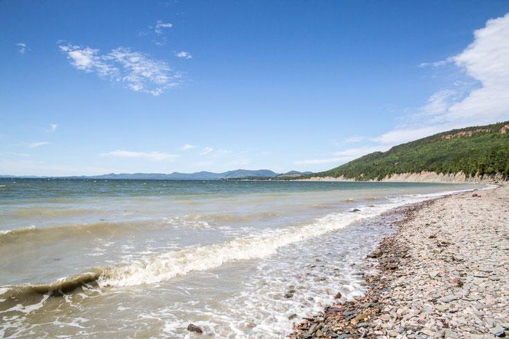 Photo plage galets été Parc national de Miguasha Gaspésie Québec Canada par Marie Deschene photographe Pakolla