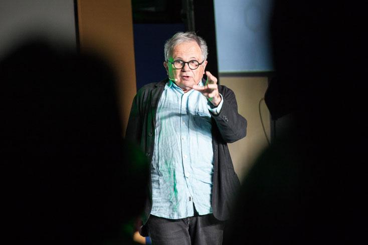 Photo d'une conférence de Jean-Jacques Stréliski pendant le congrès de l'ADGC Association des directrices et directeurs généraux des caisses Desjardins par Marie Deschene - Pakolla