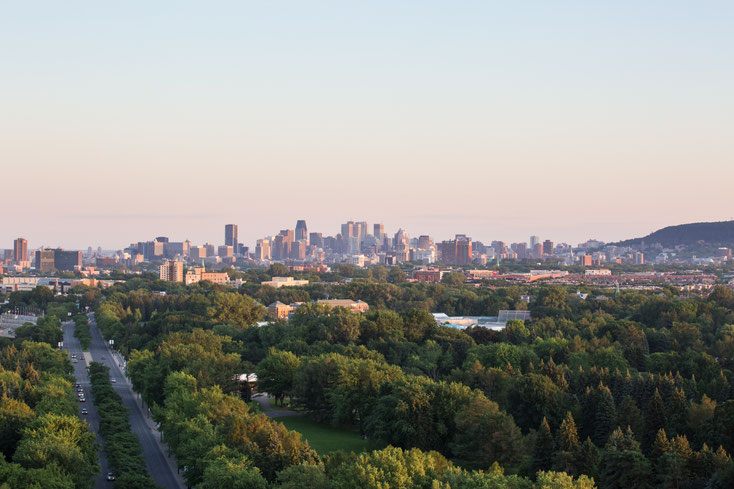 Photo of Montreal at sunset by Marie Deschene photographer for Pakolla