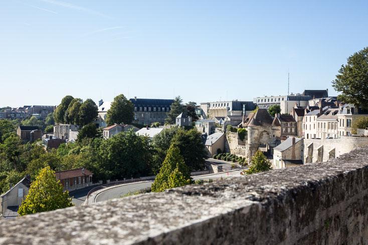 Ville médiévale de Laon fortifications dans l'Aisne Région des Hauts-de-France France Europe photo extérieure été par Marie Deschene photographe Pakolla
