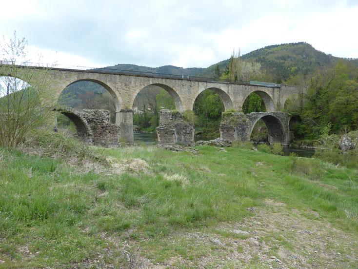 Vue générale du pont-vieux, côté amont, état actuel avant travaux
