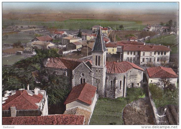 Vue aérienne de l'église, vers 1970