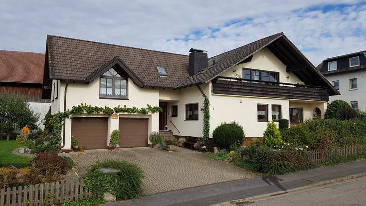 Ferienwohnung Apartment Zimmer Schönthal Zapf Bad Staffelstein Obermain-Therme - Vorderansicht Haus