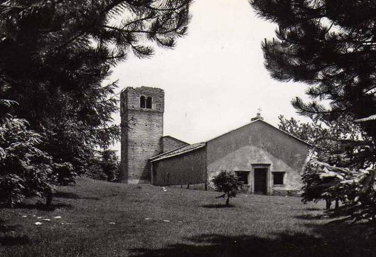 La chiesa in una fotografia degli anni 1960