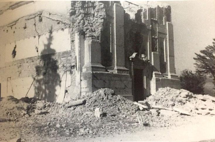 La chiesa in avanzato stadio di demolizione
