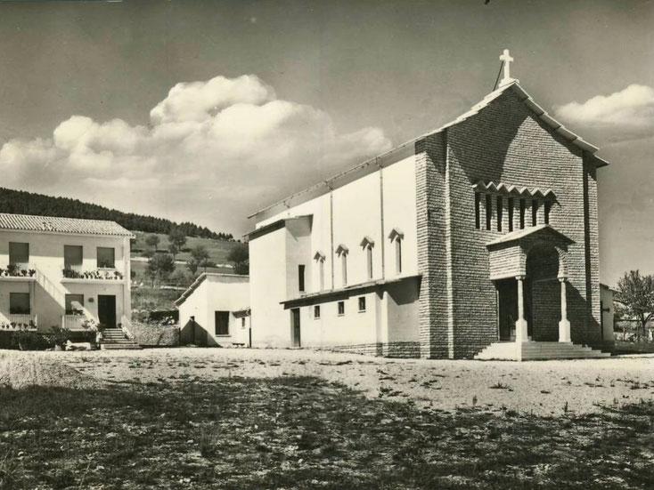 La parrocchiale come appariva appena terminata la costruzione nei primi anni '60 del 900