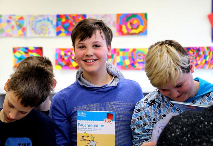 """Übergabe der """"Medienkisten"""" an die Schüler der Realschule plus und Fachoberschule Hachenburg © Doris Kohlhas"""