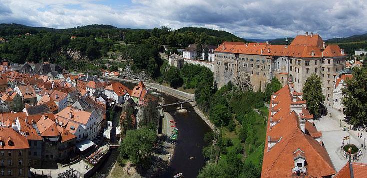 Blick auf Schloss, Moldau und Altstadt -         Von Pudelek (Martin Szala) - Eigenes Werk - CC BY-SA 3.0