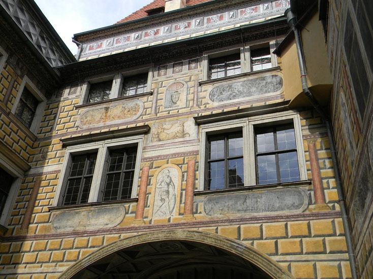 Blick vom Turm in den Renaissancehof von Schloss Krumau