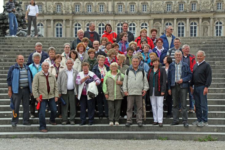 Gruppenfoto auf der Schlosstreppe    -  Alle Fotos: Hans Koch