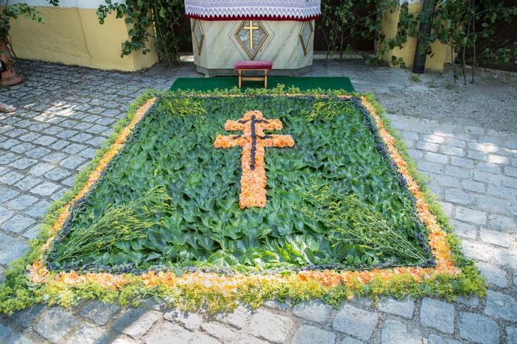 Blumenteppich zum Altar 2017