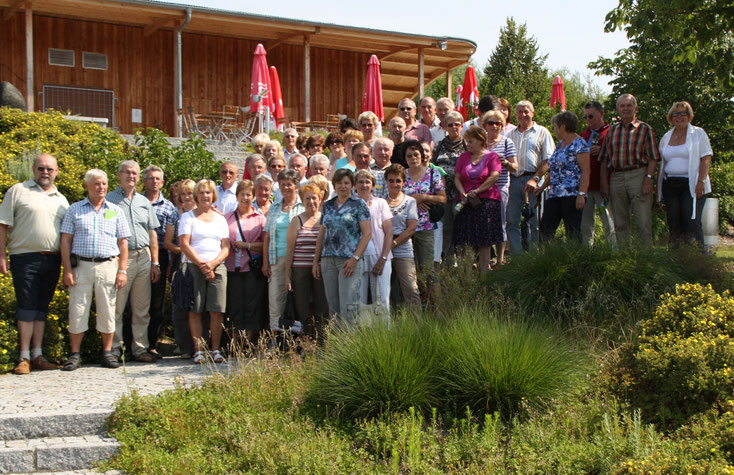 Gruppenfoto vor dem Kurparkpavillon      -     alle Fotos: Hans Koch