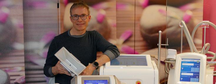 Kryolipolyse-Spezialist Dr. Lüthy mit der neuesten Geräte-Generation