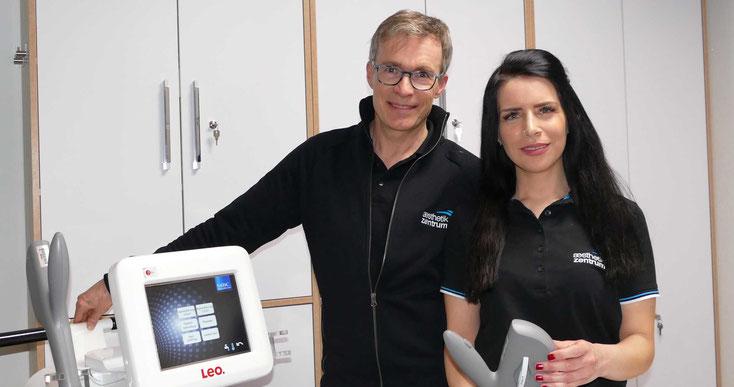 Dr. Lüthy und Ästhetik-Fachkraft Mehtap Mehel. Die Enthaarungsbehandlung wird in der Regel von Frau Mehel durchgeführt.