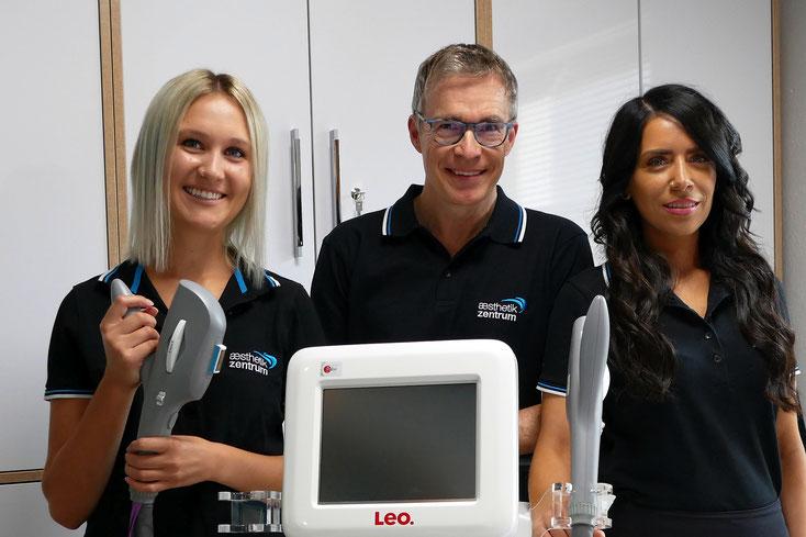 Dr. Lüthy mit den Ästhetik-Fachkräften Sarah Geiger (li) und Mehtap Mehel