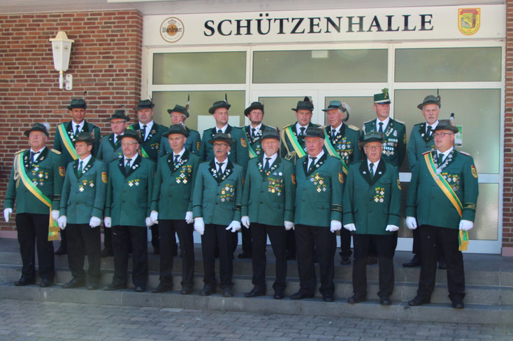 Die anwesenden geehrten Herbramer Schützen am Schützenfest-Montag