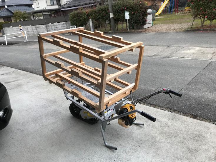 クロ助に搭載した苗箱運搬具