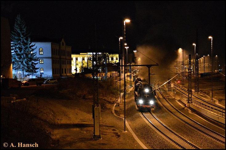Am Abend dokumentierte ich noch die Rückfahrt. Pünktlich erreicht der Zug wieder Chemnitz Hbf. Nach Kreuzung mit dem RE nach Dresden erhält der Zug Ausfahrt gen Glauchau