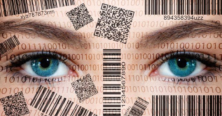 Frauenaugen mit 1-0-1-0-Codes und diversen Strichcodes auf dem Gesicht; Lauschabwehr, IT-Sicherheit, Kurtz Detektei Hannover