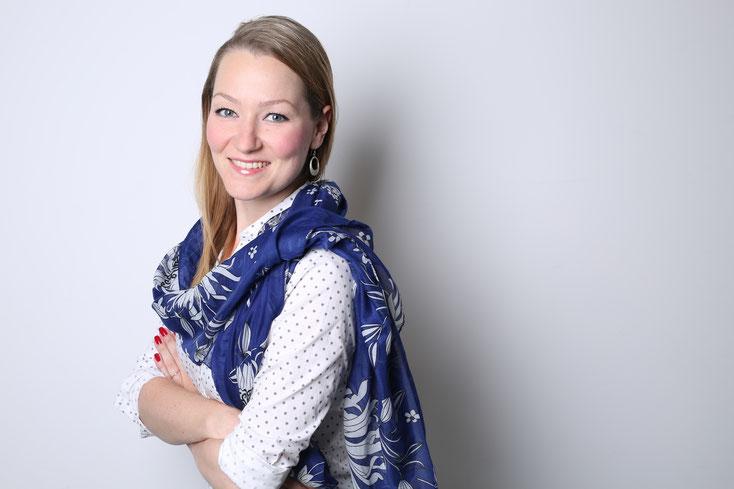 Svetlana Altuhova, Diplom-Übersetzerin und staatlich geprüfte Dolmetscherin, beeidigte Dolmetscherin und ermächtigte Übersetzerin, öffentlich bestellt