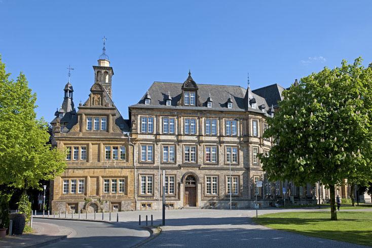 Ratsgymnasium Bielefeld; Wirtschaftsdetektei Bielefeld, Wirtschaftsdetektiv Bielefeld