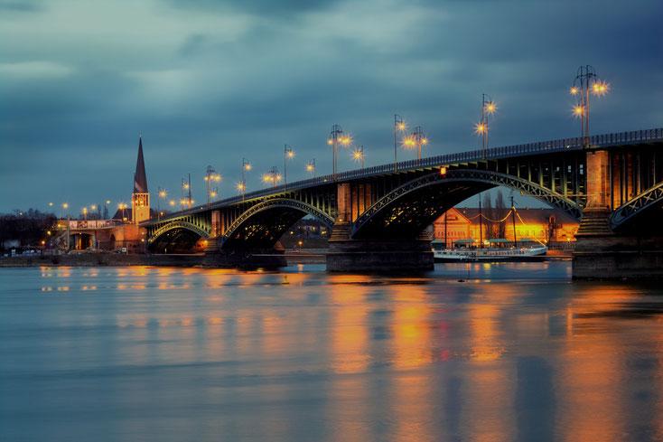 Theodor-Heuss-Brücke Mainz-Wiesbaden; Detektei Mainz, Wirtschaftsdetektei Mainz