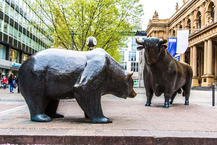 Bulle und Bär Statue; Mitarbeiterüberwachung Frankfurt, Observation, Detektei Frankfurt