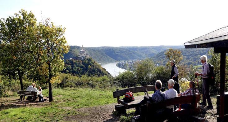 Rastplatz Kerkertser Platte mit Blick auf die Marksburg und auf den Rhein: gemütlich und erholsam.
