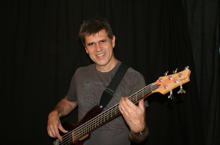 Jo Oliver with 5-String-Bass - all pictures 2017 by Magdalena Szorc