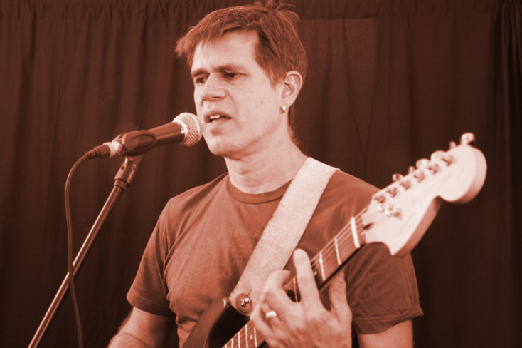 Jo Oliver: Das Singen habe ich erst vor wenigen Jahren für mich entdeckt - und dennoch ist es meine neue Leidenschaft geworden! :-)