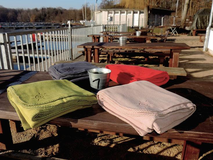 Fleece Decken für die Gastronomie Terrasse