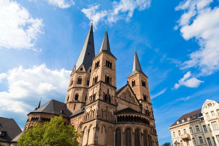 Bonner Münster von unten im Sonnenschein; Kurtz Detektei Bonn