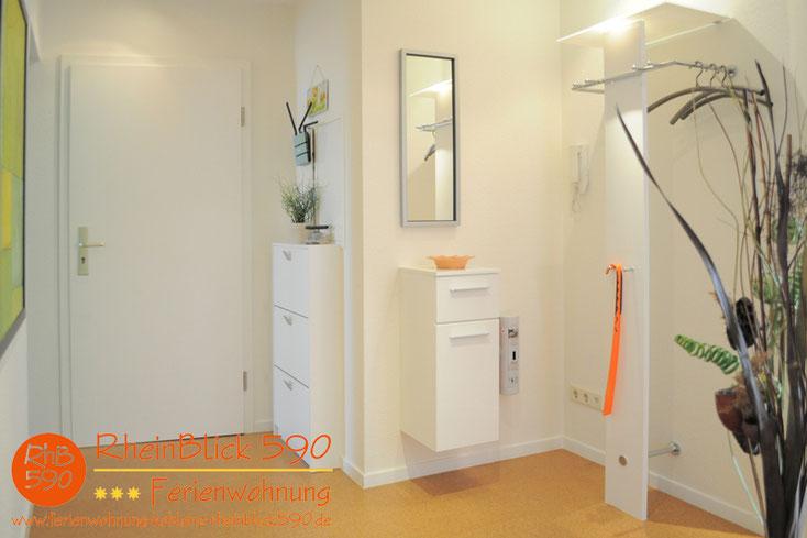 Image: L`entrée, l`armoire à chaussures, le vestiaire