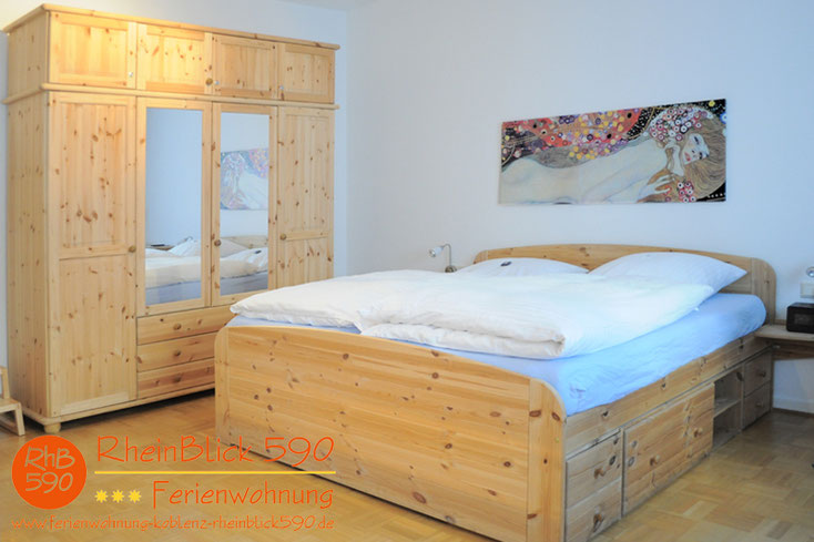 Image: double bed, wardrobe