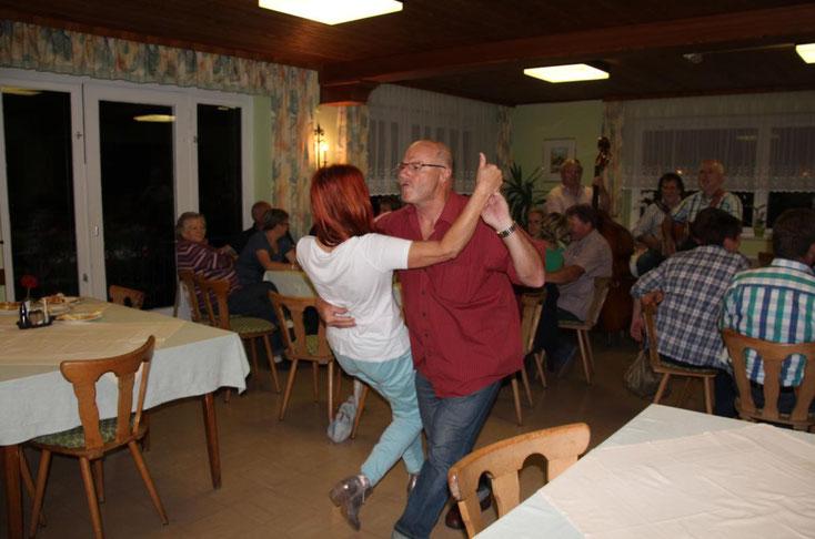 die akrobatischen Tanzeinlagen von Minister Peter Lanz waren einfach Spitze