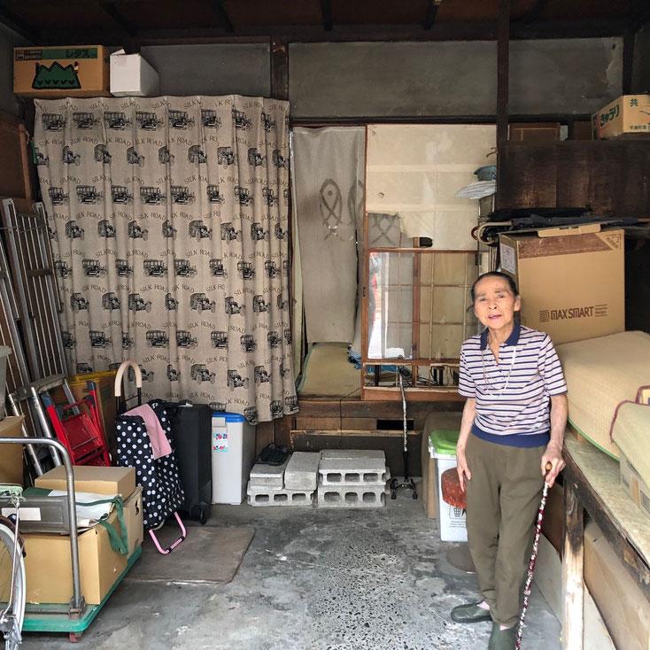 八百屋を営んでいた鈴木京子さん。第1回くがらくのことをよく覚えていると言う。買い物カートの下が防空壕だった。