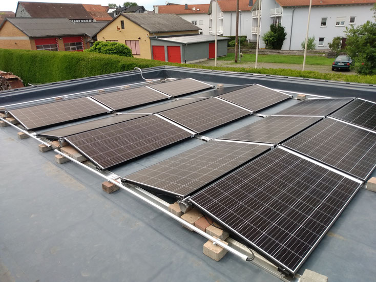 5,85 kWp; PV- System in east-west orientation on a flat roof / Germany