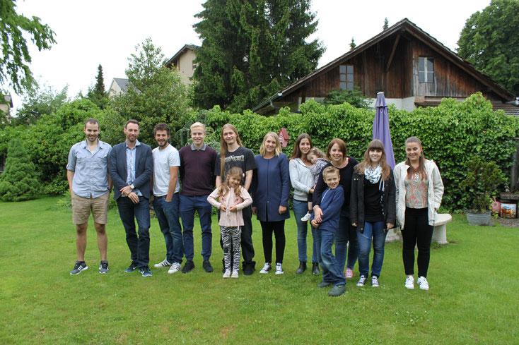 Enkelkinder (mit Ur-Enkeln Leon und Tarja) von Walter und Berta Stegmann mit Simon und Nadja (29.5.2016)