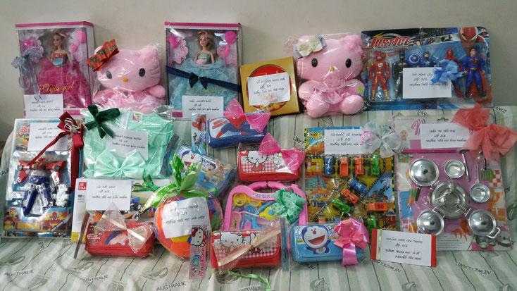 Geschenke, die sie die Kinder aus Cần Giờ gewünscht haben