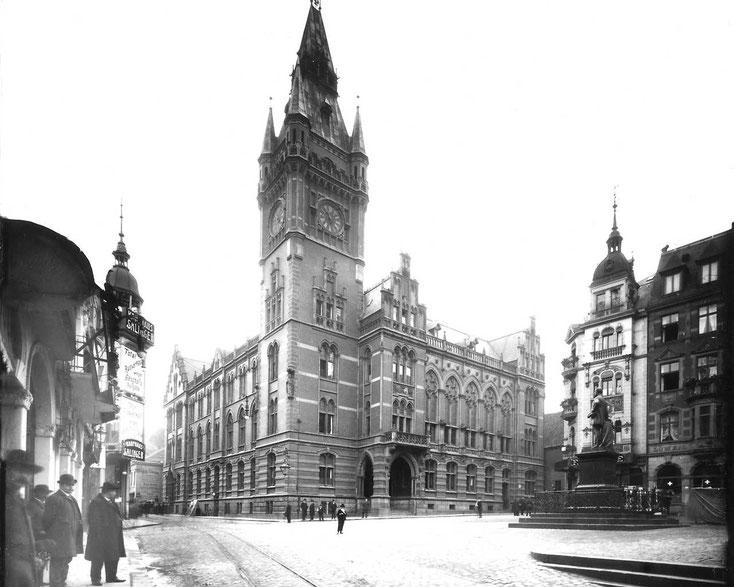 Historisches Rathaus Essens, Schwarz-Weiß-Foto, Kurtz Detektei Essen