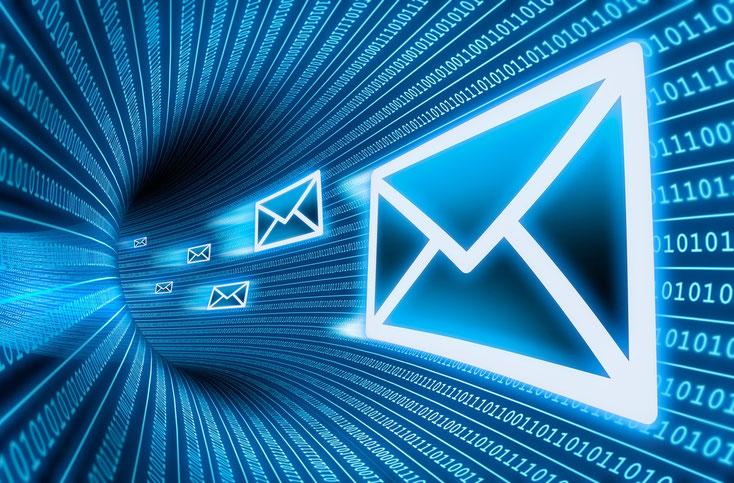 E-Mails, die durch einen Datentunnel geschickt werden; IT-Forensik in Essen, IT-Sicherheit, Kurtz Detektei Essen