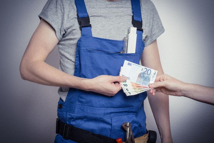 Arbeiter nimmt Schwarzgeld an; Kurtz Detektei Essen