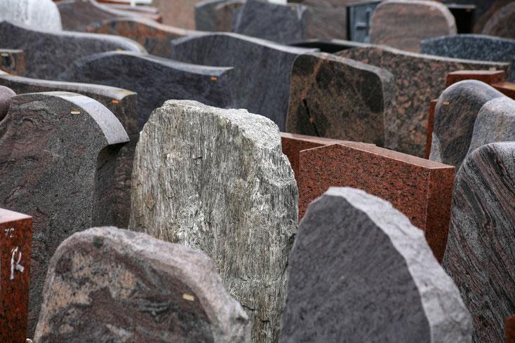 Steinmetzbetrieb mit Grabsteinen; Detektei München, Observation München, Detektiv