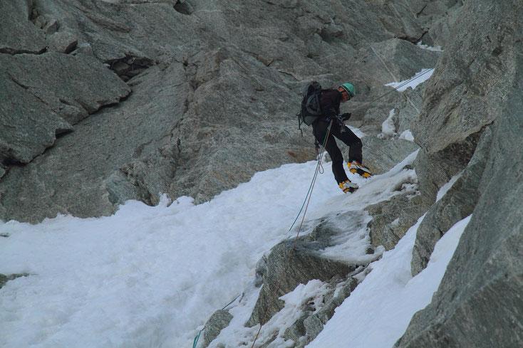 Abseilen im Whymper-Couloir, Aiguille Verte, Mont-Blanc-Gebiet