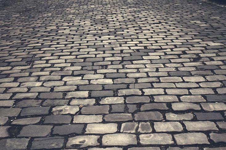 RSKN hat zwar wenig Kopfsteinpflaster - dennoch sorgen Strassenprojekte und Baustellen für Gesprächsstoff (Bildquelle: www.pixabay.de)