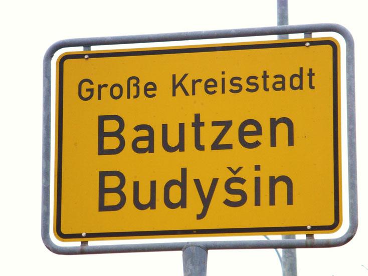 das zweisprachige Ortsschild von Bautzen: Bautzen-Budysin; Kurtz Detektei Dresden