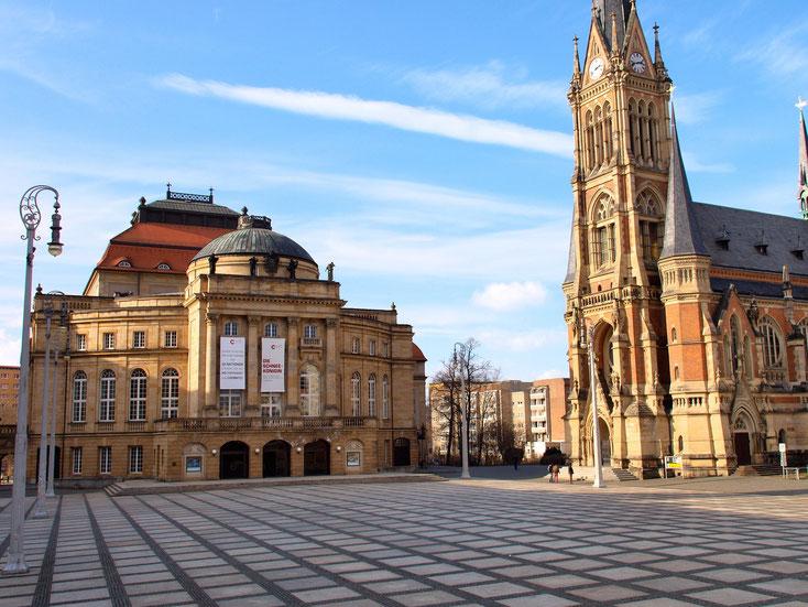 Die Detektive der Detektei Kurtz sind unter anderem in Chemnitz tätig, hier der Theaterplatz.