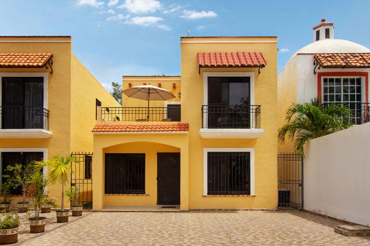 Frontansicht des Ferienhauses in Playa del Carmen, inkl. Auto