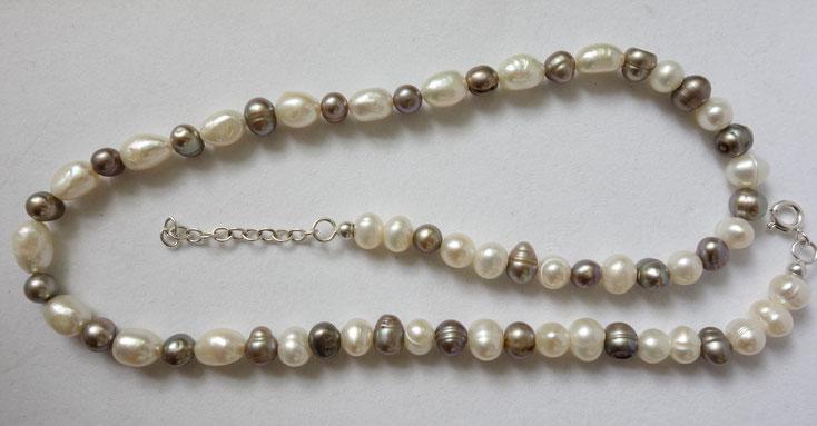 pat-work, Berlin, Perlenkette, weiß, grau, handgearbeitet, Silber